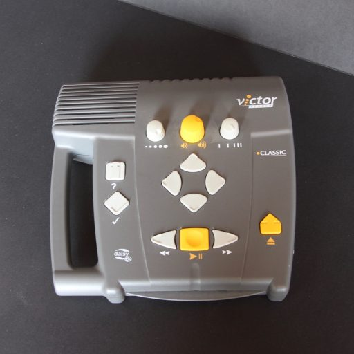 Photo showing top of the player: From the top clockwise: tone, volume and speed, eject, start/pause, rewind and fast forward, bookmark, information. In centre: navigation keys up,down,left and right